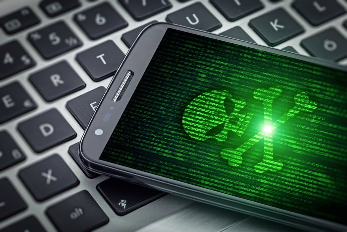 Mobile Security Totenkopf Shutterstock 499281694 700