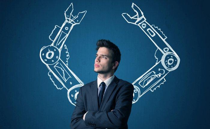 Mann und Roboterarme