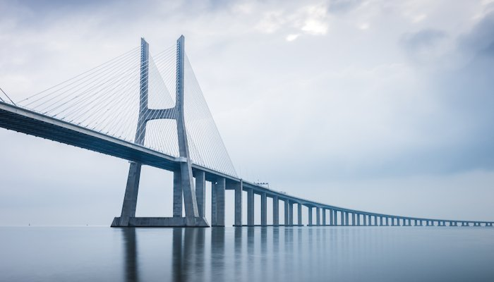 Vasco da Gama Bridge in Lissabon